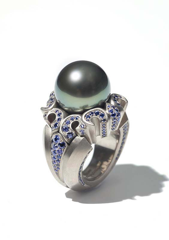 136: Ring, White Gold, Sapphires, Pearl