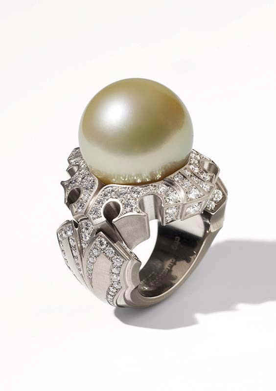 19: Ring, White Gold, Diamonds, Pearl