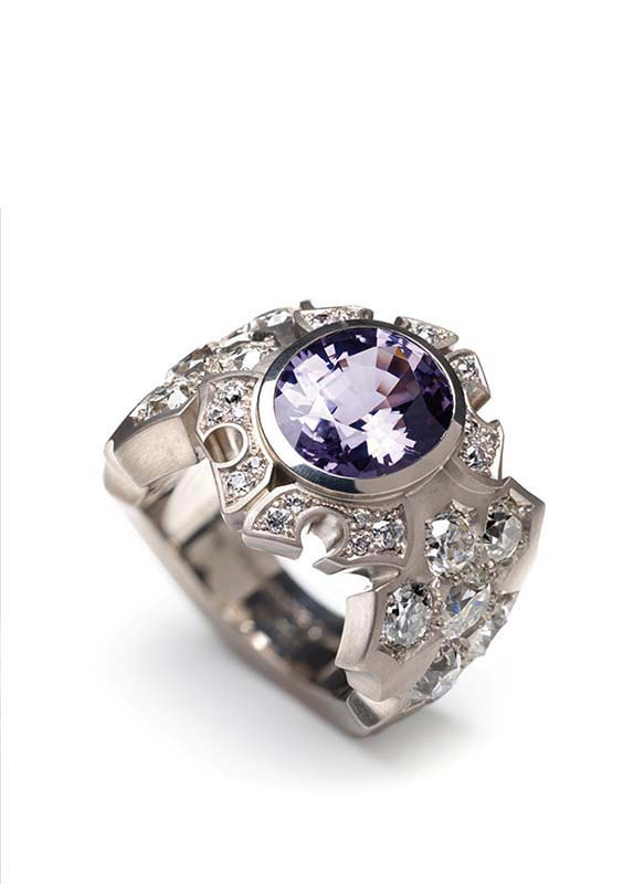 65: Ring, White Gold, Spinel, Diamonds